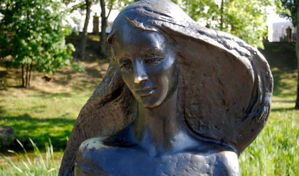 """1426720 603x354 1 - Скульптура """"Девушка-волна"""" в Гродно"""