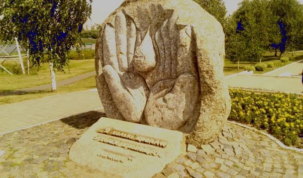 """145600 603x354 - Памятный знак """"О матери"""" в Барановичах"""