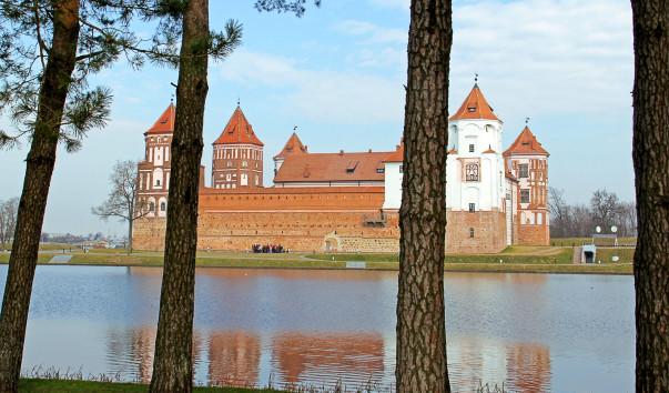 1479345 603x354 1 - Дворец Мирского замка