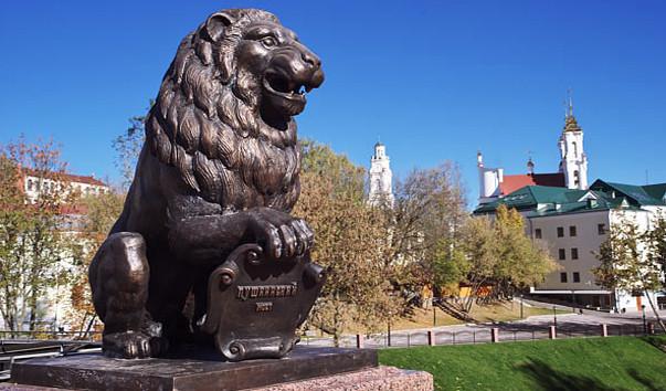 151807 603x354 2 - Скульптуры львов на Пушкинском мосту в Витебске