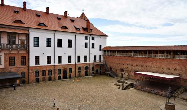 1555652 603x354 1 - Дворец Мирского замка