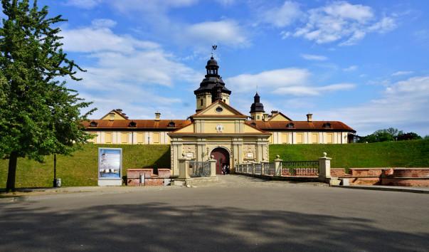 1568588 603x354 1 - Въездные ворота Несвижского замка