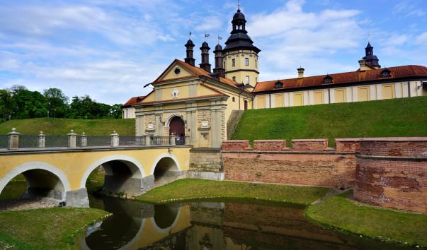 1572069 603x354 1 - Въездные ворота Несвижского замка
