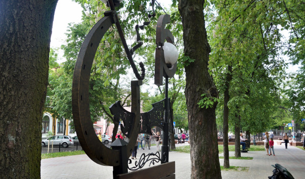 1576716 603x354 3 - Аллея кованых фонарей в Бресте
