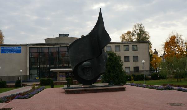 174370 603x354 2 - Памятник освободителям Барановичей