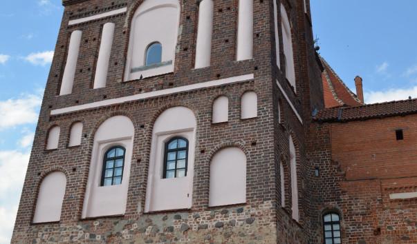 183694 603x354 2 - Юго-западная башня Мирского замка
