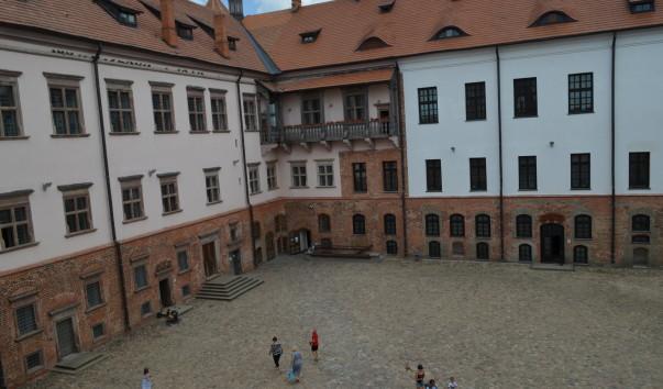 183711 603x354 2 - Дворец Мирского замка
