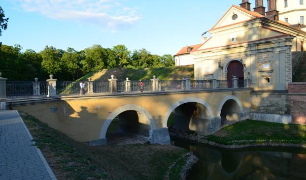 185940 603x354 4 - Арочный мост Несвижского замка