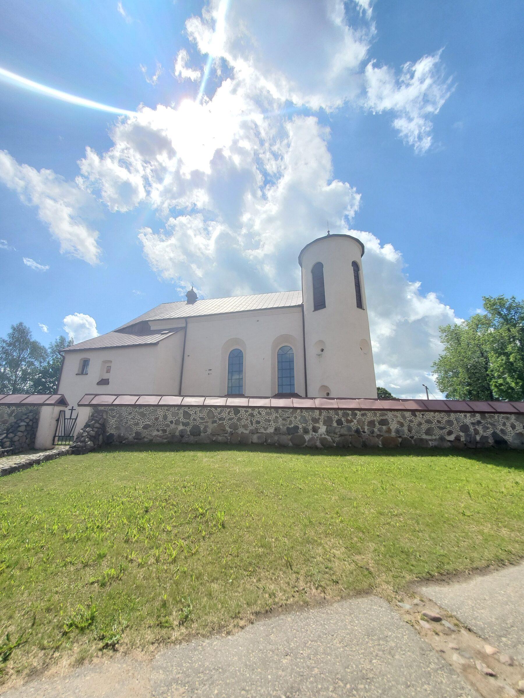 20200606 115726 rotated - Костел Св. Иоанна Крестителя в агрогородке Камаи
