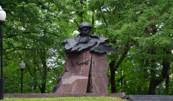 213015 603x354 2 - Памятник Владимиру Короткевичу в Витебске