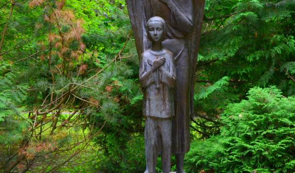 """213916 603x354 2 - Скульптура """"Мальчик и Ангел-хранитель"""" в Несвиже"""