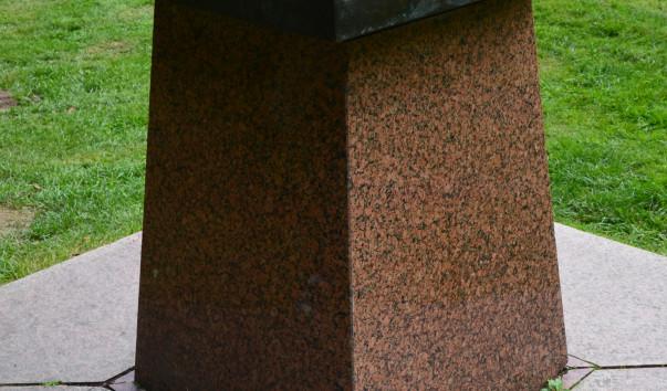 213917 603x354 2 - Солнечные часы в Старом парке в Несвиже