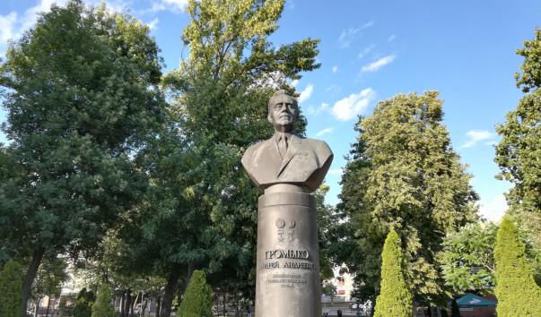 213961 603x354 3 - Памятник А. А. Громыко в Гомеле