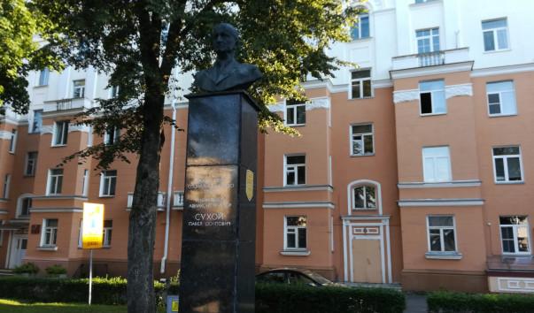 213962 603x354 3 - Памятник П. О. Сухому в Гомеле