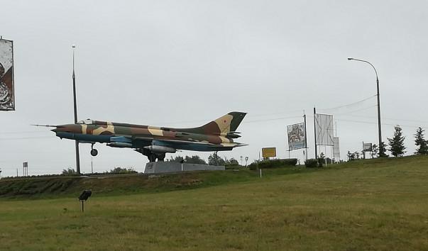 213965 603x354 2 - Памятник-самолет Су-17 М в Глубоком