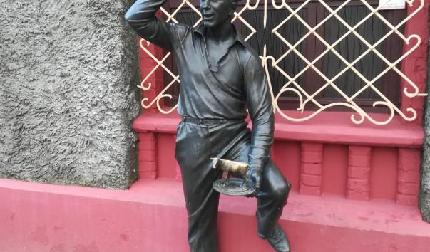 214036 603x354 2 - Памятник Шуре Балаганову в Бобруйске