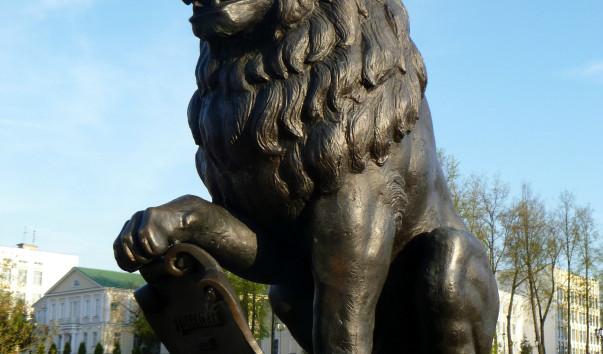 376371 603x354 2 - Скульптуры львов на Пушкинском мосту в Витебске