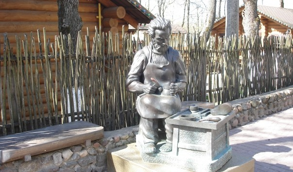 "70452 603x354 2 - Памятник ""Сапожник"" в Витебске"
