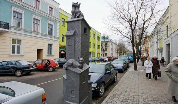"""84923 603x354 - Композиция """"Коты на крыше"""" в Бресте"""