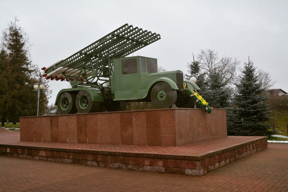 """Katyusha orsha 2 - Памятник первому залпу """"Катюш"""" в Орше"""
