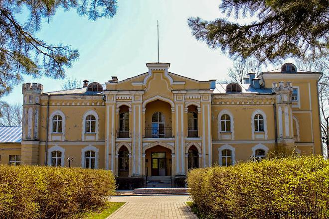 Дворец графа Гуттен-Чапского